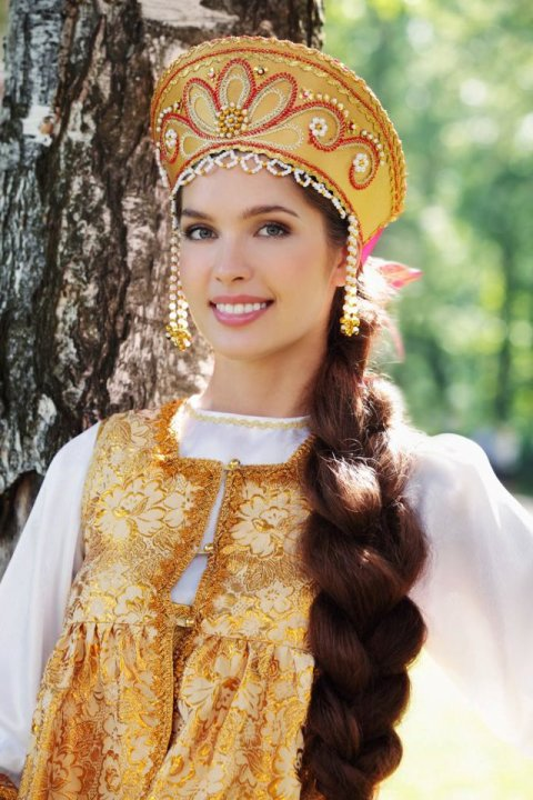 Elizaveta Golovanova in traditional Russian clothing