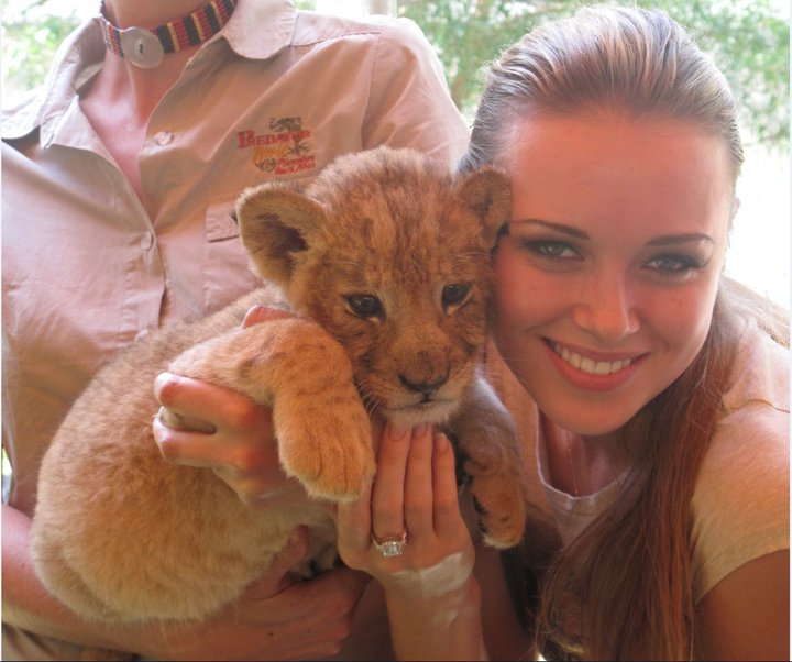 Ksenia Sukhinova with lion cub. Photo