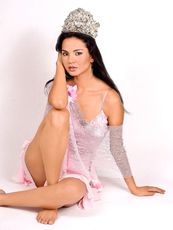 Dania Prince (Honduras) - Miss Earth 2003. photo