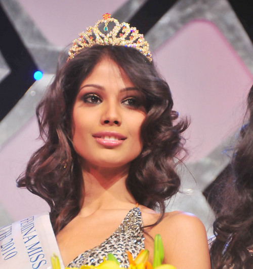 Nicole Faria (India) - Miss Earth 2010. photo