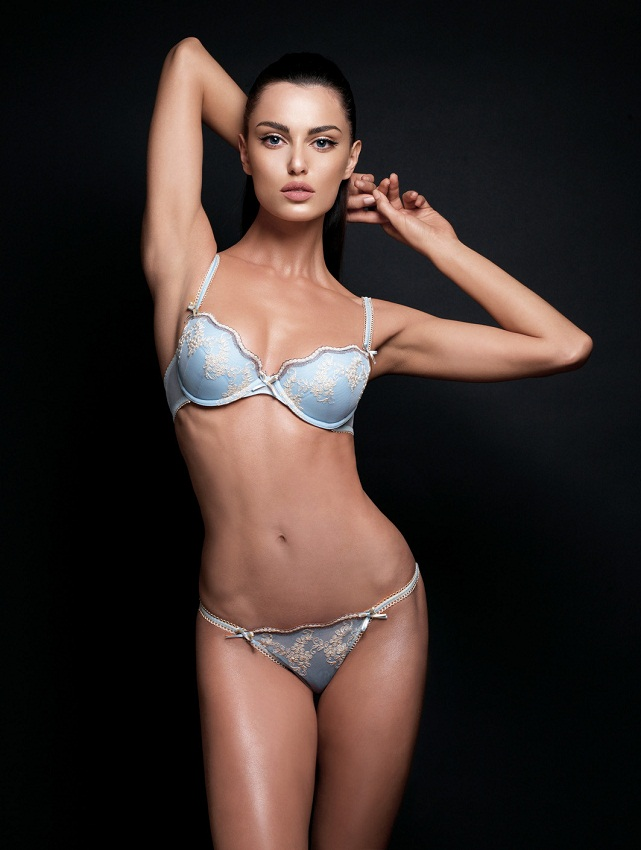Catrinel Menghia (Marlon) hot Romanian top fashion model in bikini. photo