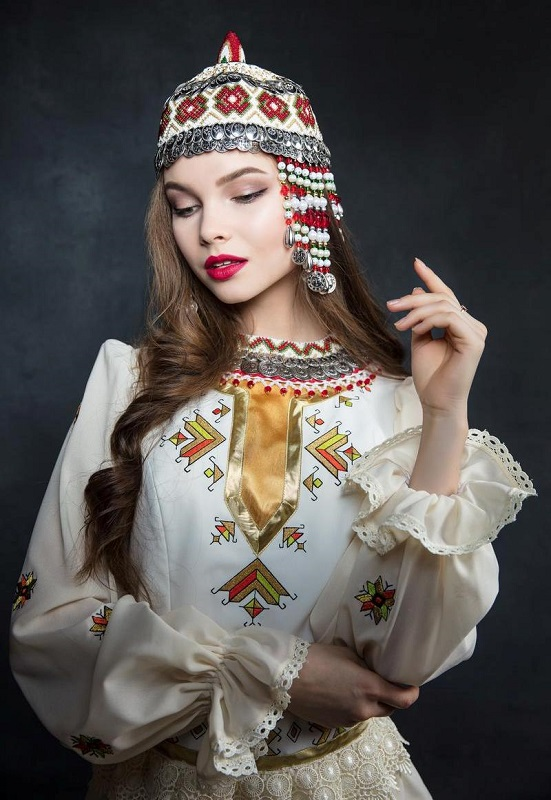 Yulia Polyachikhina in national Chuvash costume