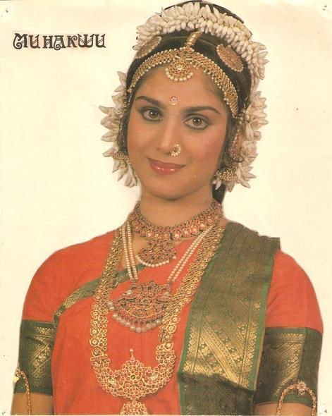 indian actress Meenakshi Sheshadri in saree