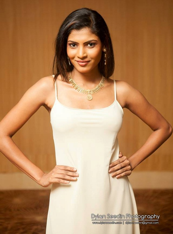 Hot Sinhalese girl Iresha Asanki de Silva photo