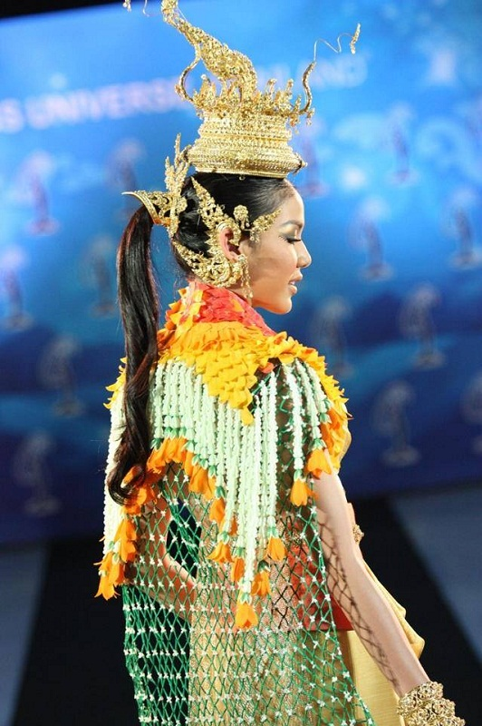Chalita Yaemwannang in national Thai costume