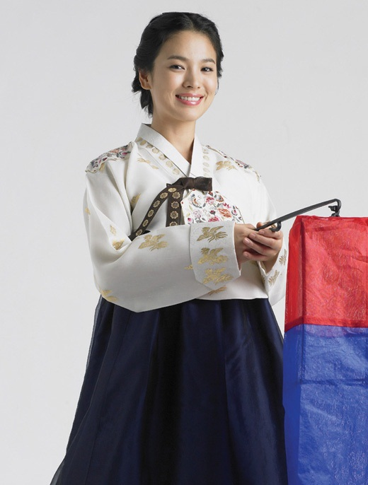 Song Hye Kyo in Hanbok (traditional Korean dress)