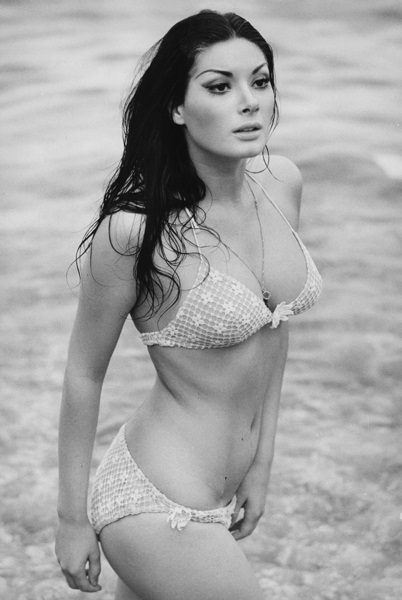 hot Edwige Fenech in bikini picture