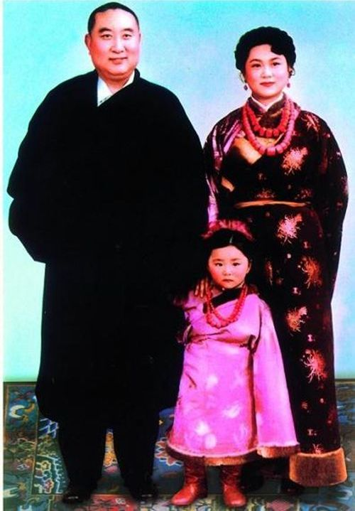 10th Panchen Lama, his wife and Yabshi Pan Rinzinwangmo in a childhood